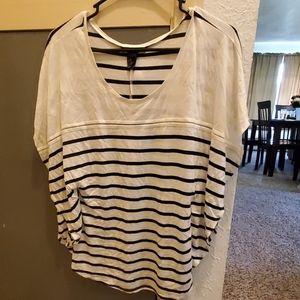 Black and white flowy tshirt